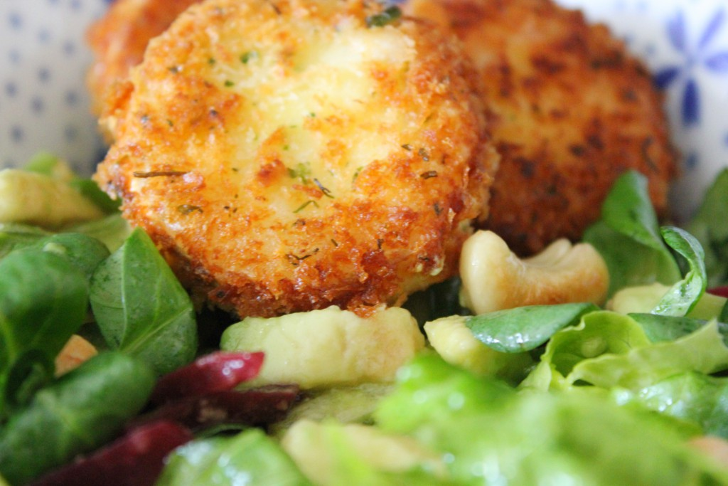 Fried goat cheese salad - Gourmet Elephant