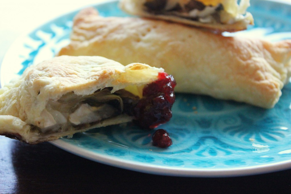 Puff pastry pockets with radicchio and goat cheese - Gourmet Elephant